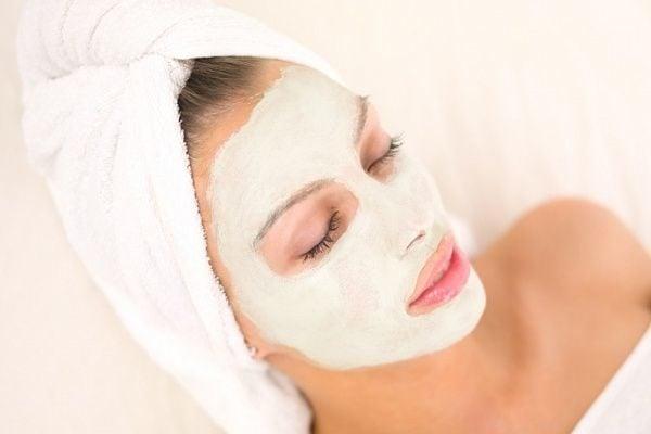 Омолаживающие маски для лица сметанная